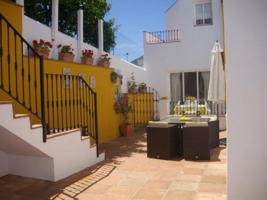 Pretty courtyard - steps to pool