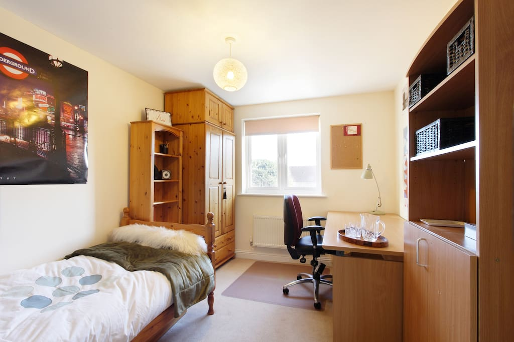 Heres the cosy room where you'll be staying. Great for area for your laptop. You can use the cupboard to hang your clothes and put your suitcase and items in...