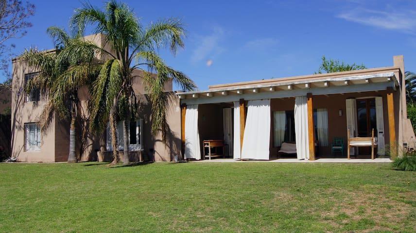 Villa Allende, 4 Dormitorios con pileta y jardin - Villa Allende - บ้าน