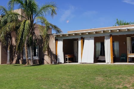 Villa Allende, 4 Dormitorios con pileta y jardin - Villa Allende - Дом