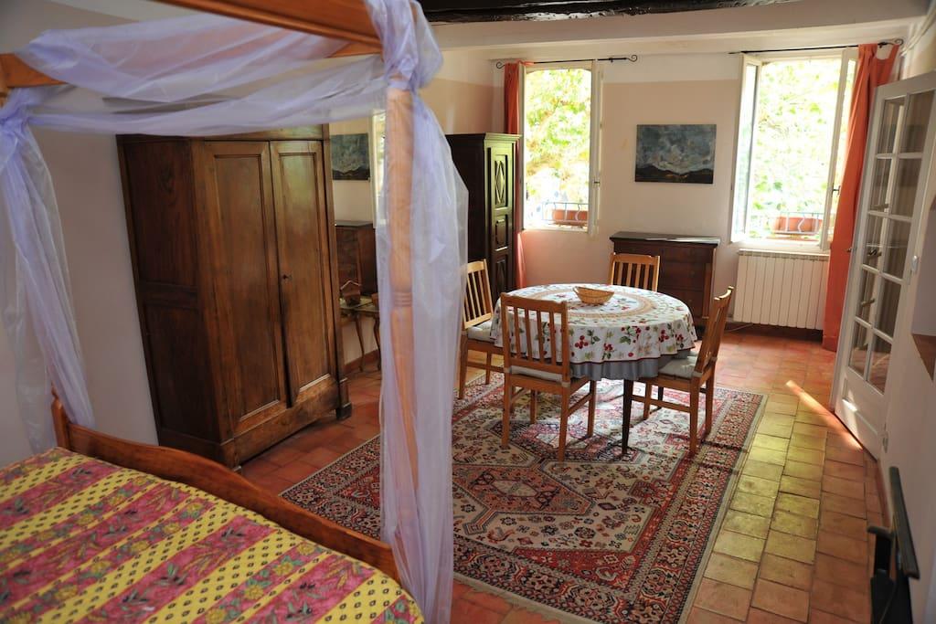 Auberge proven ale et table d 39 h te de qualit chambres d - Auberge de beaute et spa salon de provence ...