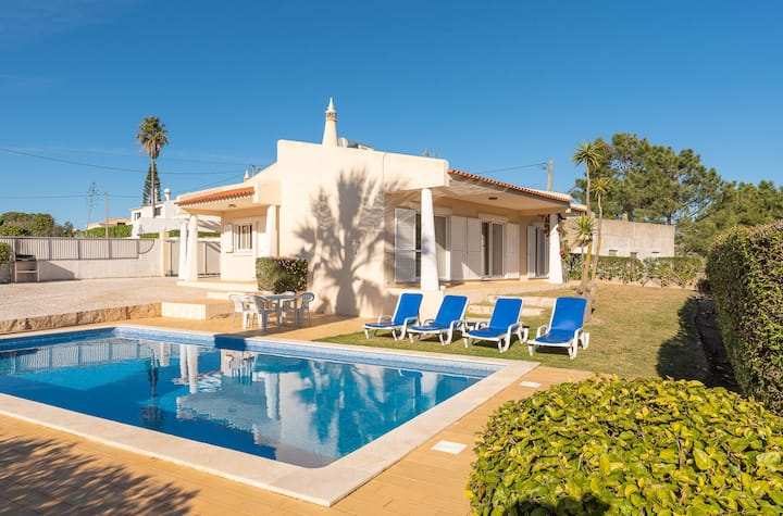 Cosy, modern 2 Bed villa 500m from beach!
