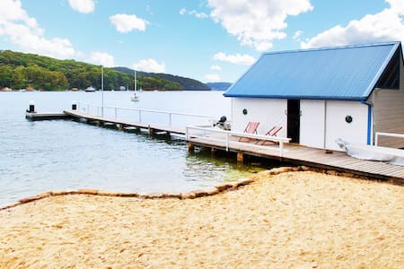 Pittwater Bush Cottage in Sydney - Lovett Bay