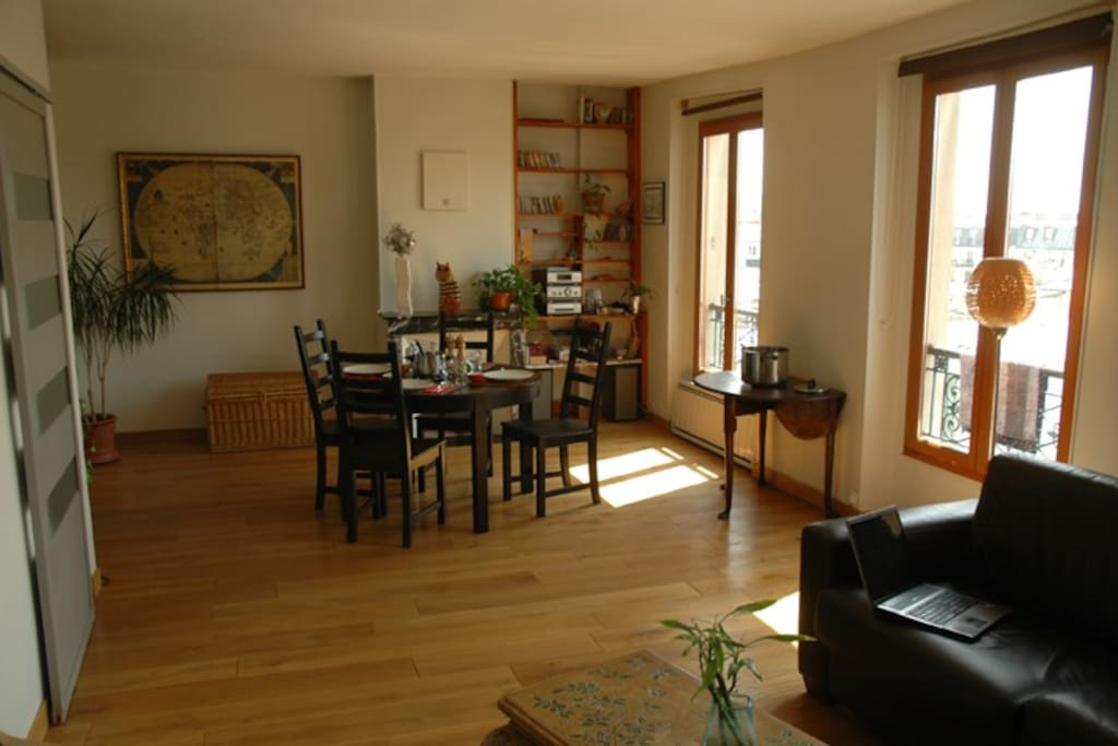a large and clear living room (3 windows)