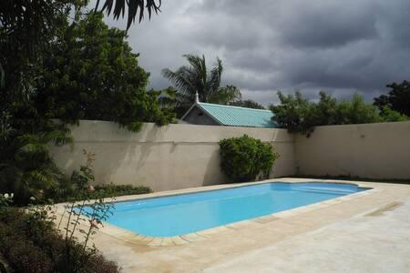 Villa au calme avec piscine - Albion petite rivière - Σπίτι