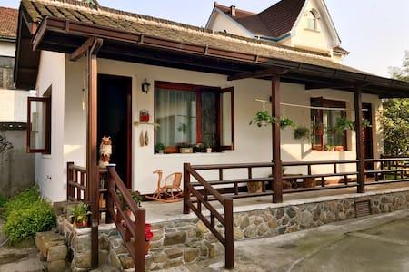 """莫干山民国小镇的 """"枇杷树小木屋""""(独栋小木屋,两房)"""