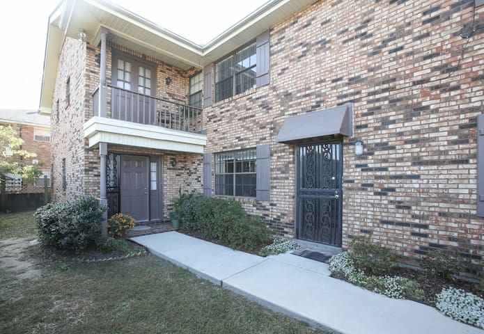 Lakefront Comfort Close to Downtown - Metairie - Apartment
