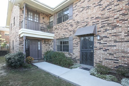 Lakefront Comfort Close to Downtown