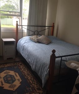 CLEAN, PRIVATE, QUIET, VALUE! - Merrylands - House