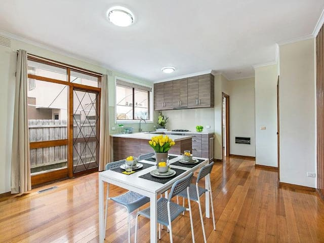 Villa will match your requirements. - Bentleigh East - Hus