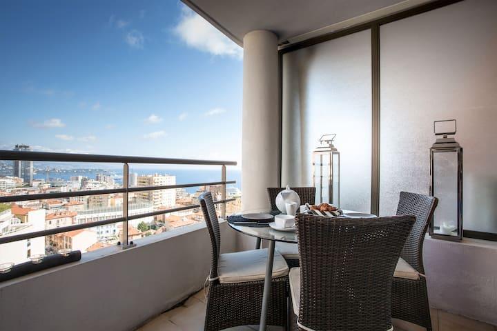 Monaco view Penthouse, roof terrace, 3 bedroom