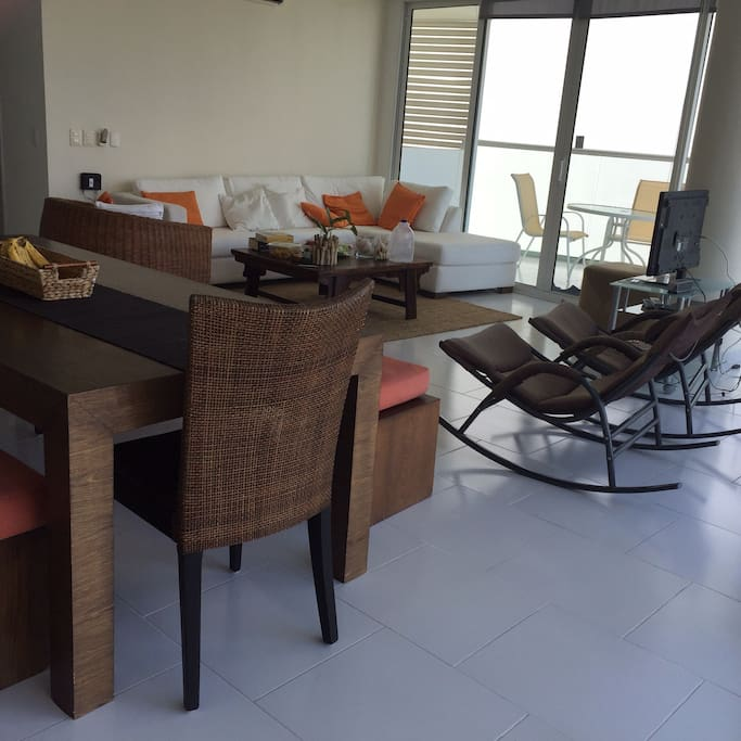 Dining room integrated with the living room