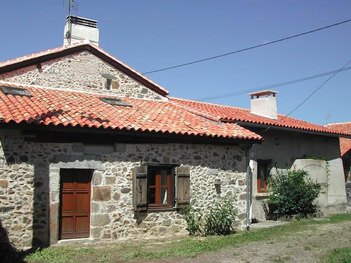 Maison typique en pierres/Dordogne/piscine