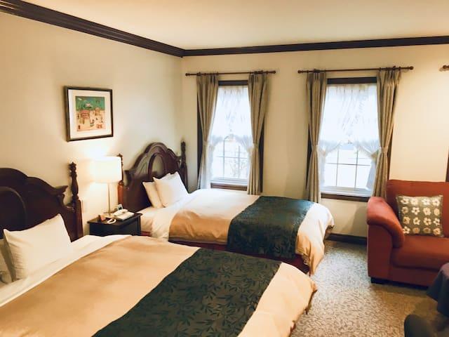 森の中に佇むアットホームな本格西洋風ホテル(The European styled hotel )