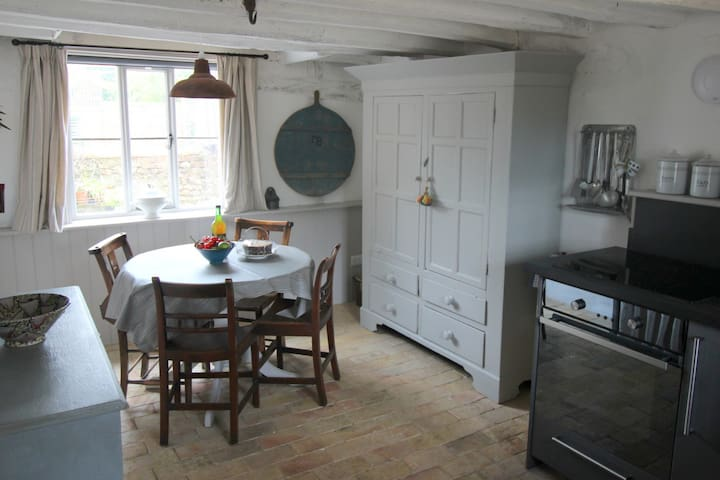 Meadowsweet Cottage, Charming,  Romantic Escape,