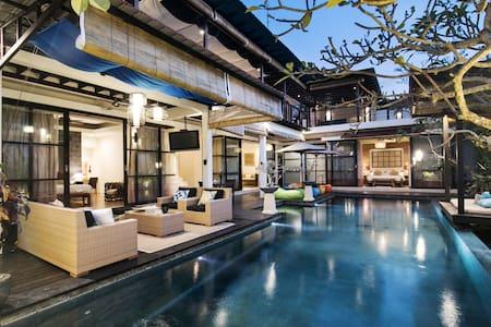 Jimbaran 4 bedrooms villa at Temple Hill sleep 8+