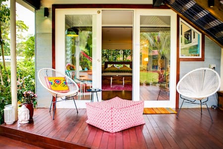 Romantic Garden Studio by the Sea - Terrigal