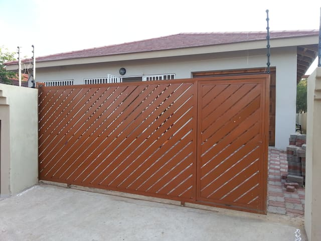 2BD with parking - Gaborone - House