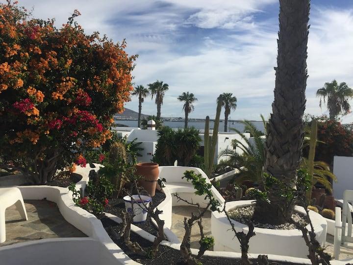 Coqueta Casa frente al Mar en Playa Blanca