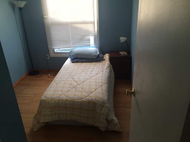 Small Cozy Columbia bedroom