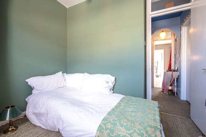 Artists Flat. Single Room. Central. - London - Apartment