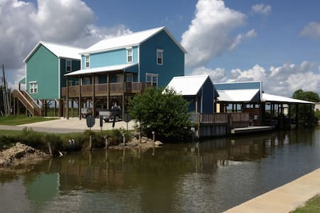 HACKBERRY ESCAPE,enjoy fishing and wildlife