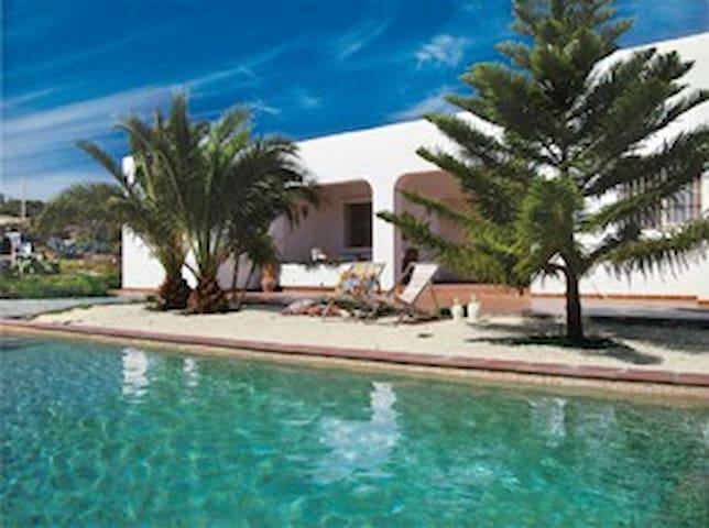 Coastal villa, own swimming pool - Agua Amarga - Villa