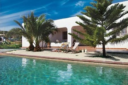 Coastal villa, own swimming pool - Agua Amarga