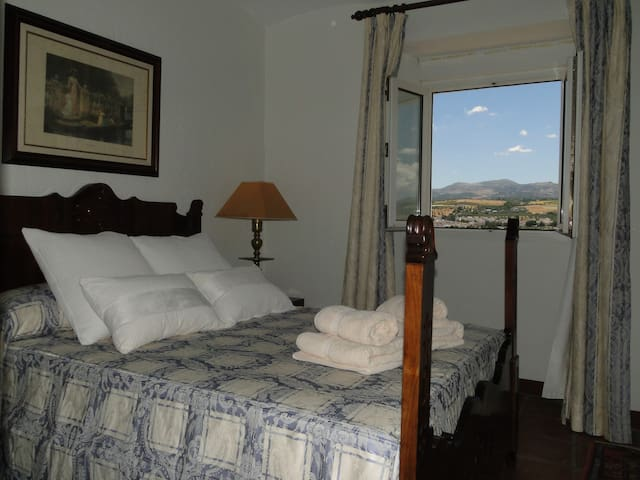 BED & BREAKFAST IN A LUXURY VILLA 7