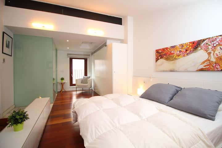 AMAZING TRIPLEX HOUSE IN OLD TOWN BEST LOCATION