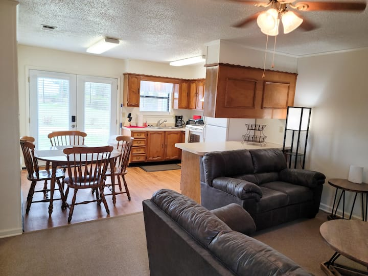 Charming 2 Bedroom Duplex Cottage + All Amenities