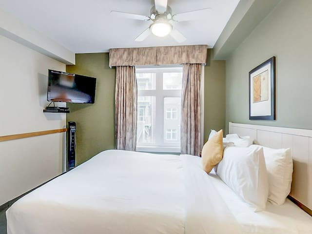 ♡♡QUEEN room close to downtown Canmore♡♡