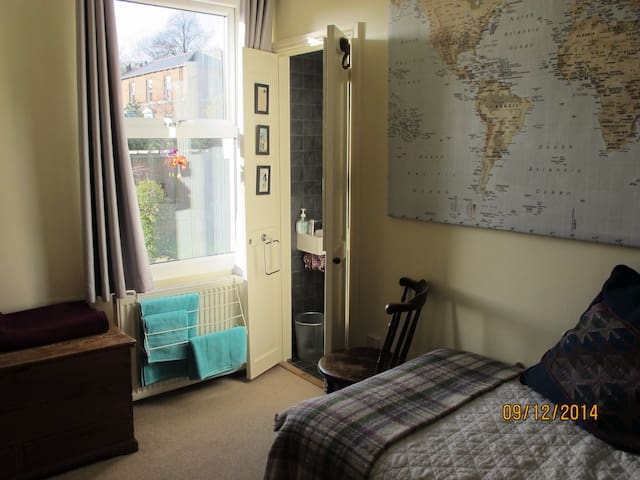 Sunny room with private en-suite - Sheffield - Bed & Breakfast