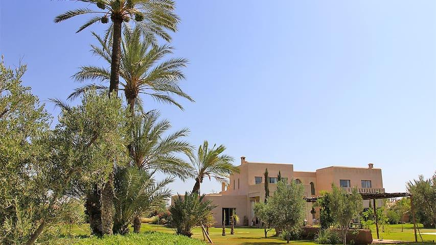 Villa de luxe et piscine chauffée avec personnel - Ouahat Sidi Brahim - Huis