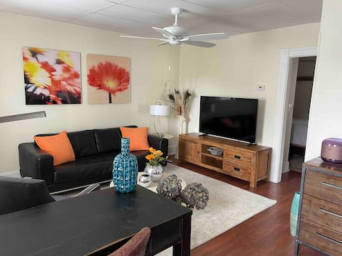 Stunning Lg one bed apt avail 7 mins to Prov