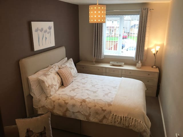 Comfortable Homely Stay Near Glasgow & Edinburgh