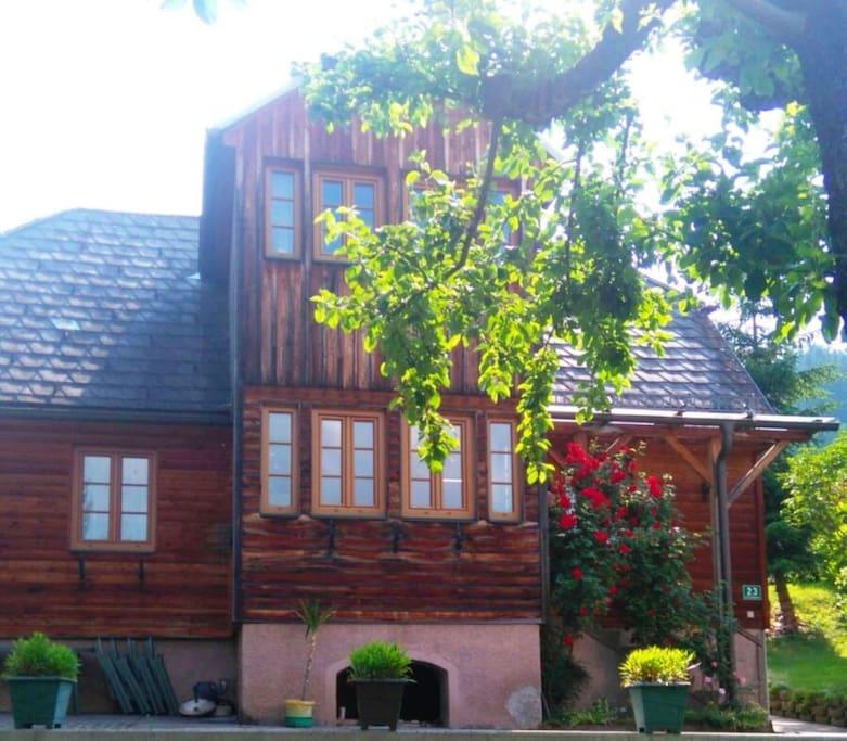 Blick vom Garten auf Haus Constanze