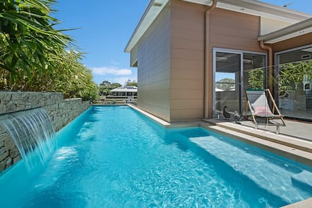 Self-contained luxury on the canal in Maroochydore