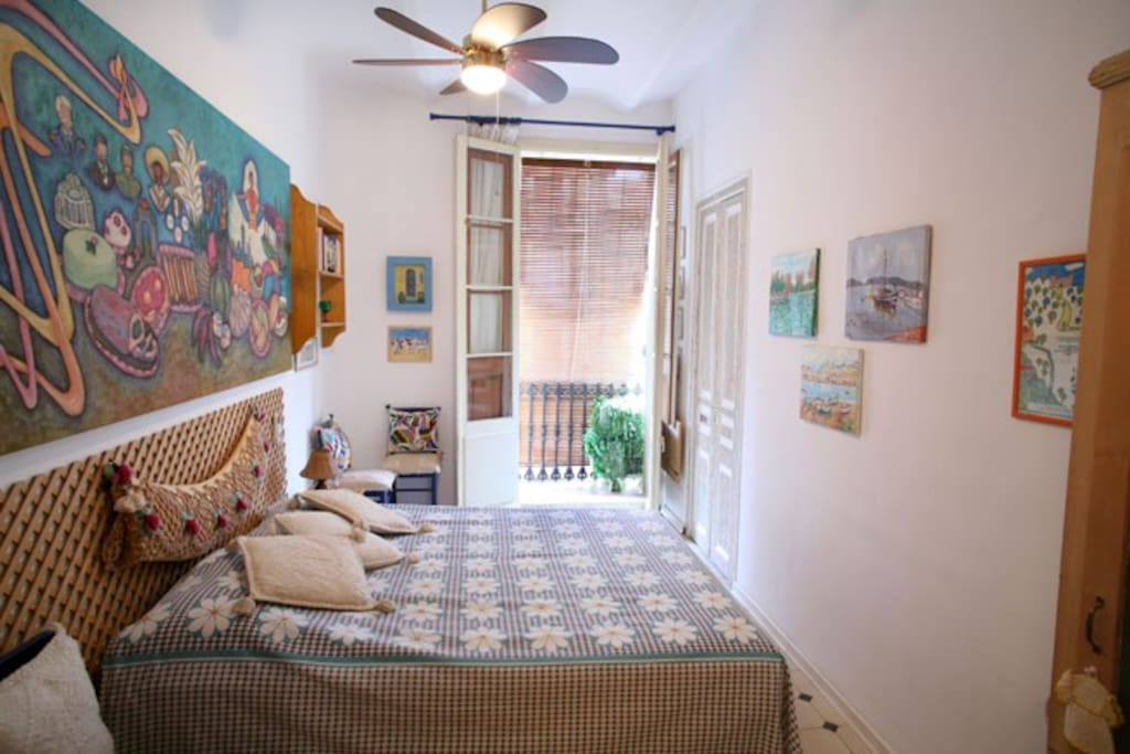 Groc room with big bed and balcony