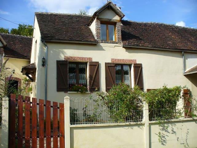FERMETTE EN BOUGOGNE - Villeneuve-sur-Yonne - Huis