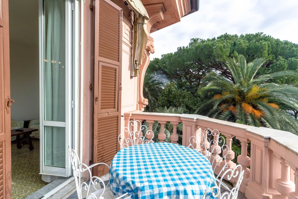 Balcony with additional outdoor dining table
