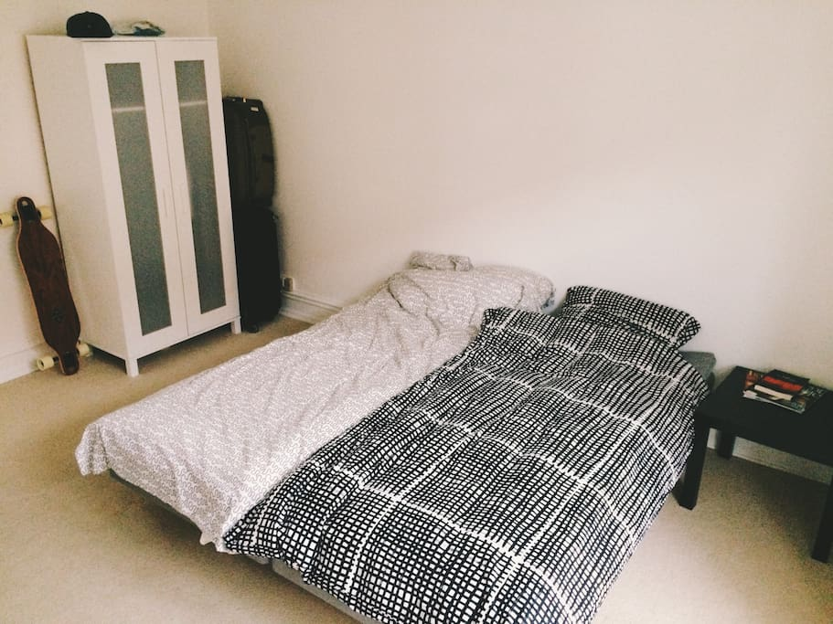 2 beds can be joined together.