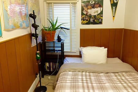 Near DT Indy - Guest Room for 2 - Indianapolis