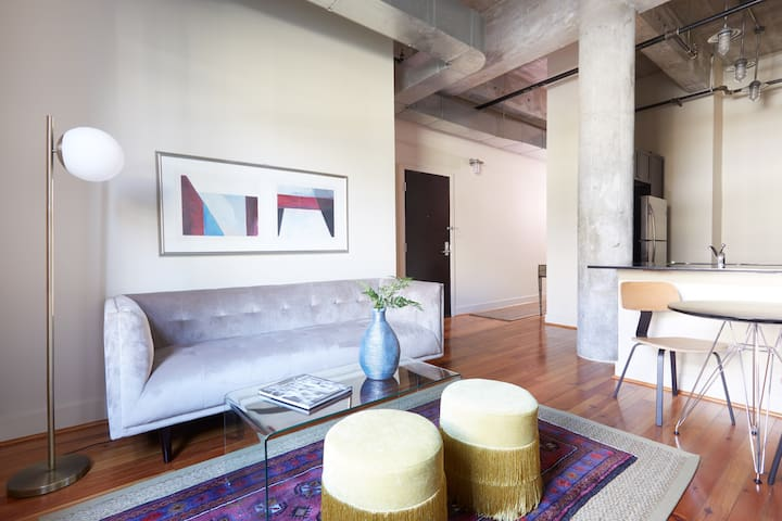 Sonder | Constance Lofts | Stylish 1BR + Gym