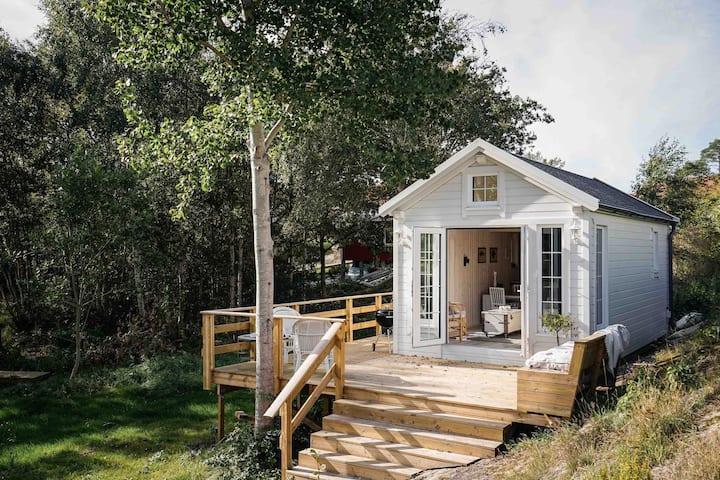 Nybygd stuga för paret eller lilla familjen.