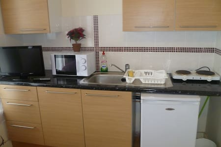 LONDON 18MINS TO CITY STUDIO, SLEEPS 2-4. - Londres - Departamento