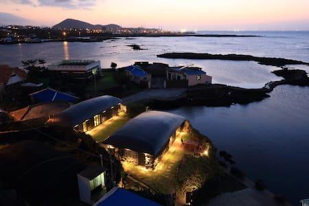 제주 조천 눈먼고래(BLINDWHALE) - Jochon-eup, Jeju-si