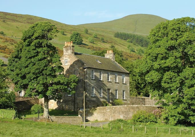 Large Georgian self-catering house - Falkland