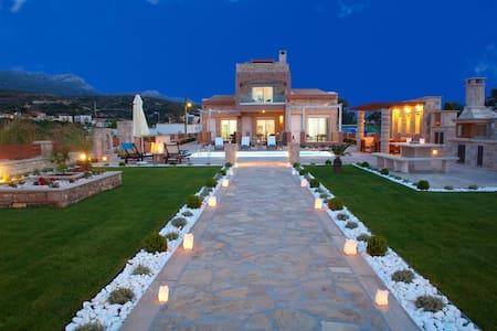 Luxury Villa, Just In Front Of The Beach, Sitia - Sitia - Villa