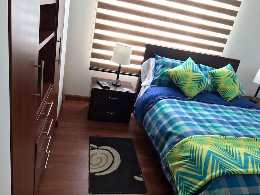 Habitación con amplio closet